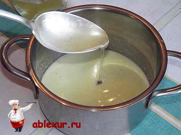 соединяю мед с растопленным сливочным масло