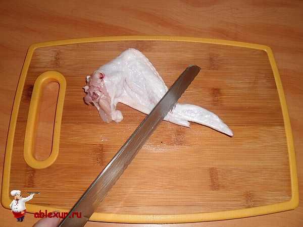 разрезаем куриное крылышко