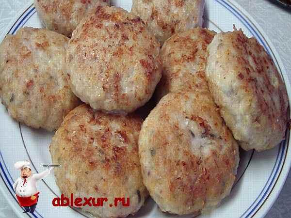 Приготовить из филе курицы котлеты