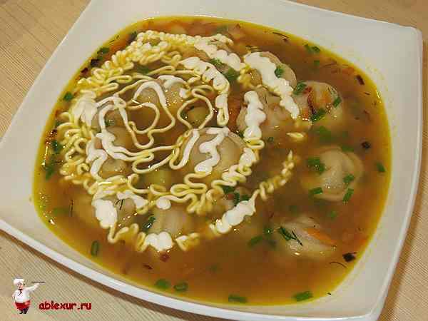 простой суп с пельменями