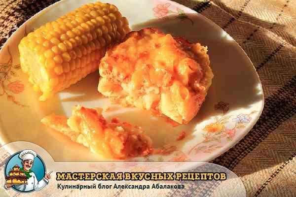 запеканка с кукурузоой на тарелке