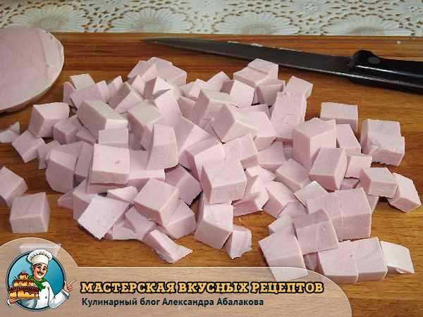 колбаса нарезанная кубиками