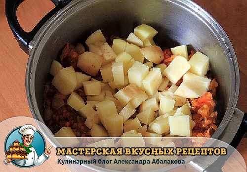 положить в чечевицу картофель