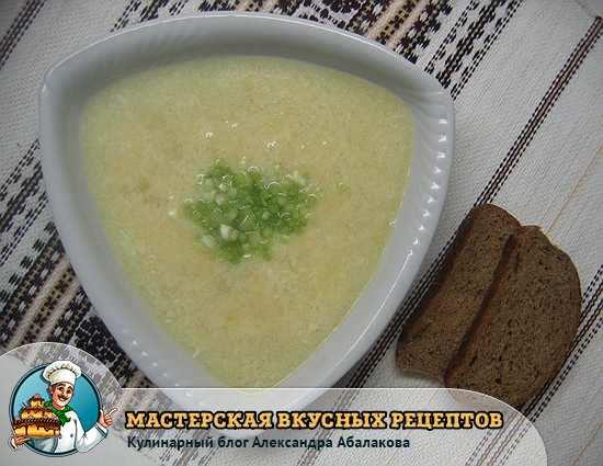 чашка чесночного супа