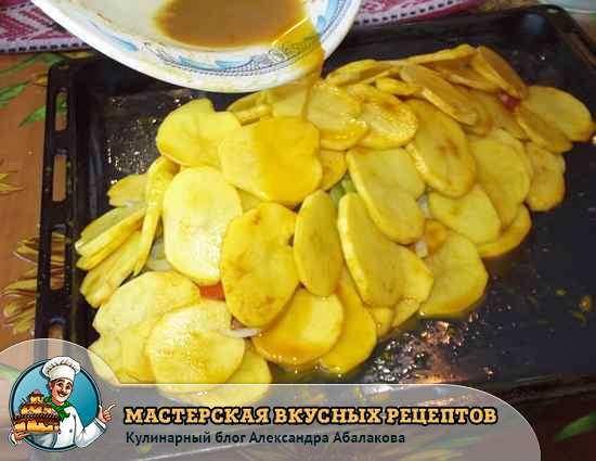 полить рыбу и картошку соком