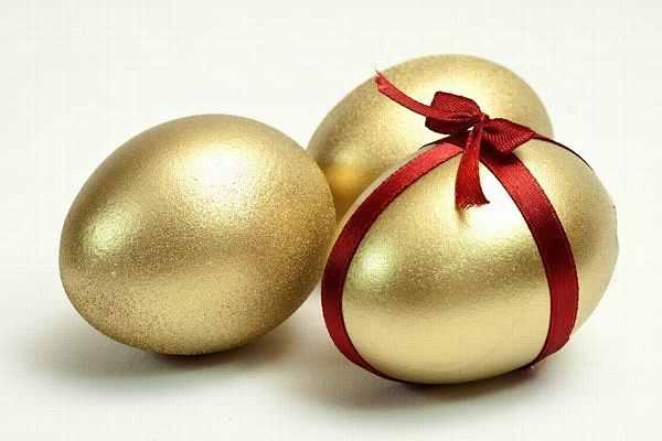 яйца в сусальном золоте