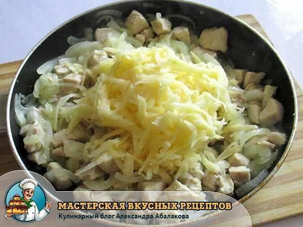 натертый картофель на курице