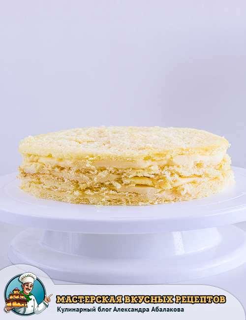 коржи на подставке для торта