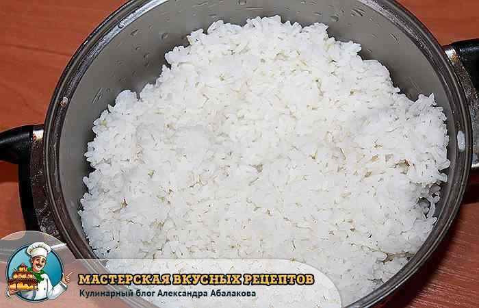 отварной рис в кастрюле