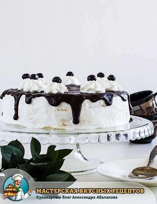 торт с пломбирным кремом в шоколадной глазури
