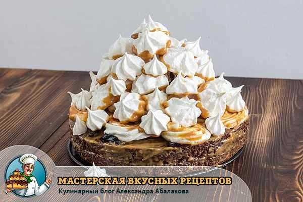 десерт и меренги с кремом