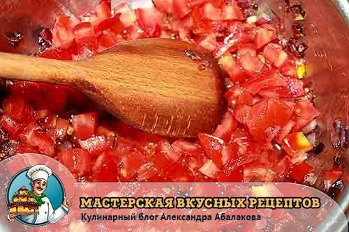 томаты тушатся